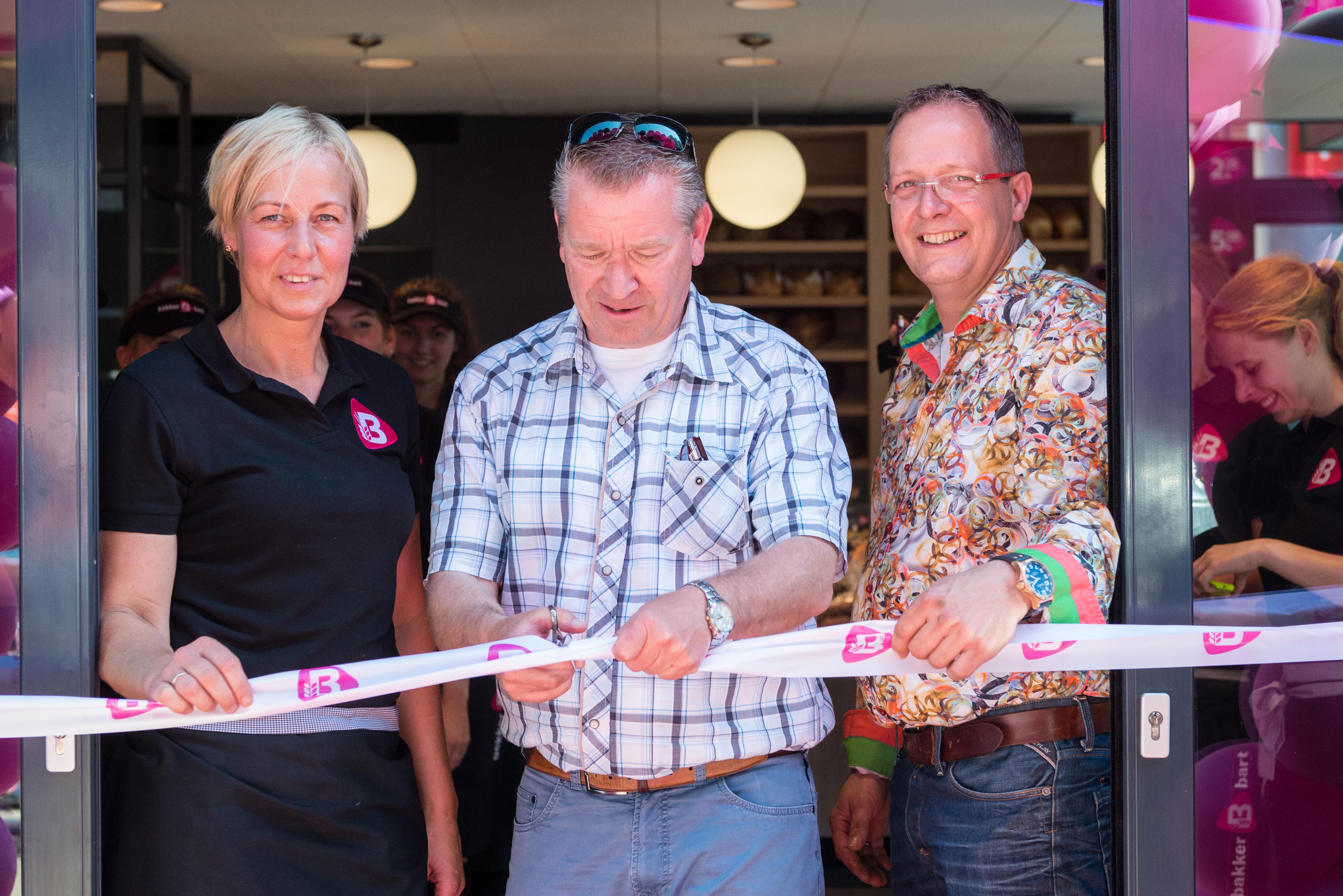 De Bakker Bart vestiging aan de Grote Markt in Groningen is heropend door Hans Nijland, directeur van FC Groningen. Bron: FranchiseFormules.NL
