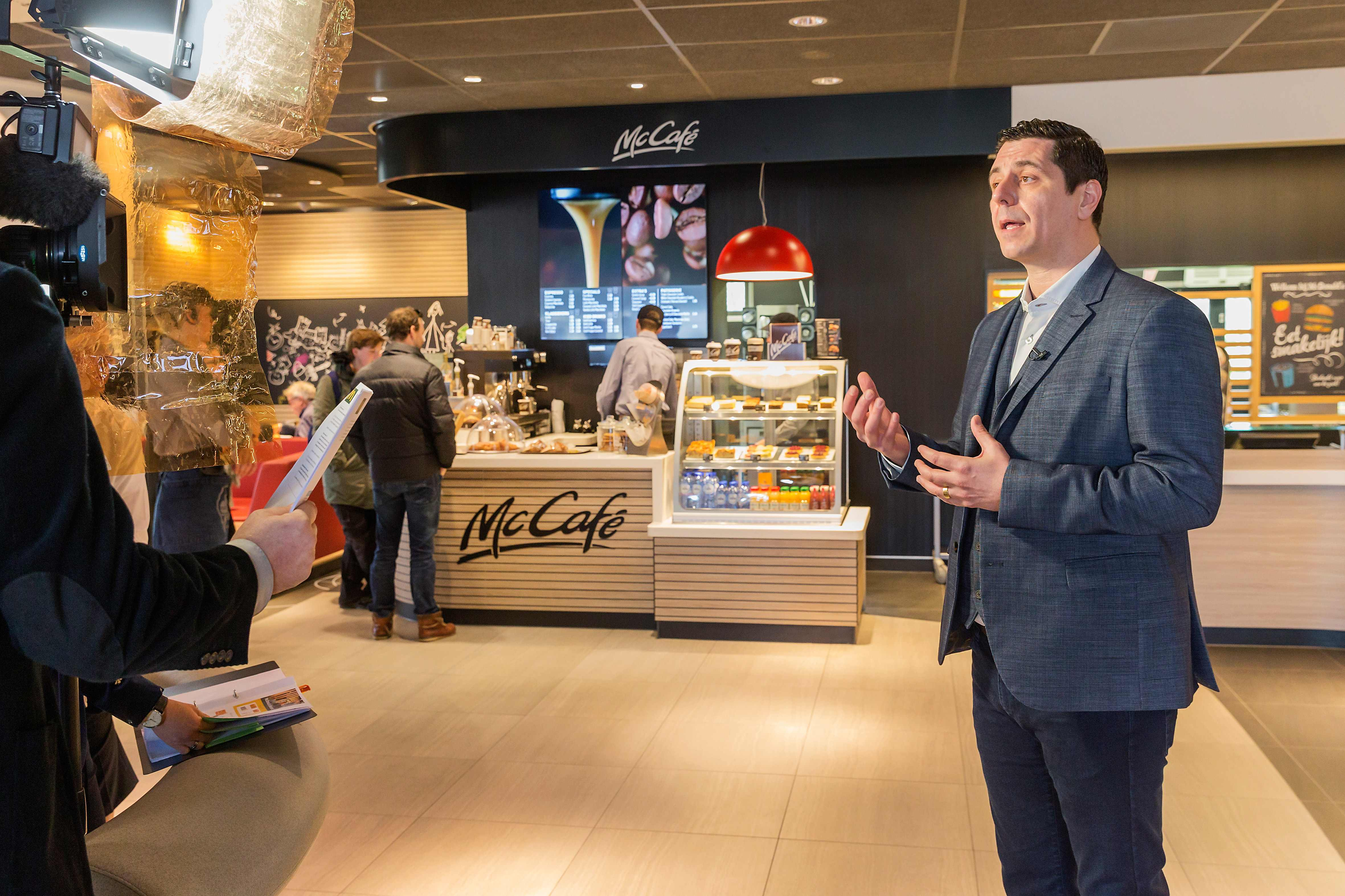 Algemeen Directeur van McDonald's Nederland Manu Steijaert in gesprek met media. Bron: FranchiseFormules.NL