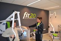 fit20 is gebaseerd op High Intensity Training (HIT), dat in de jaren zeventig in de Verenigde Staten  ontwikkeld werd en gevalideerd is door verschillende wetenschappelijke studies. Bron: FranchiseFormules.NL
