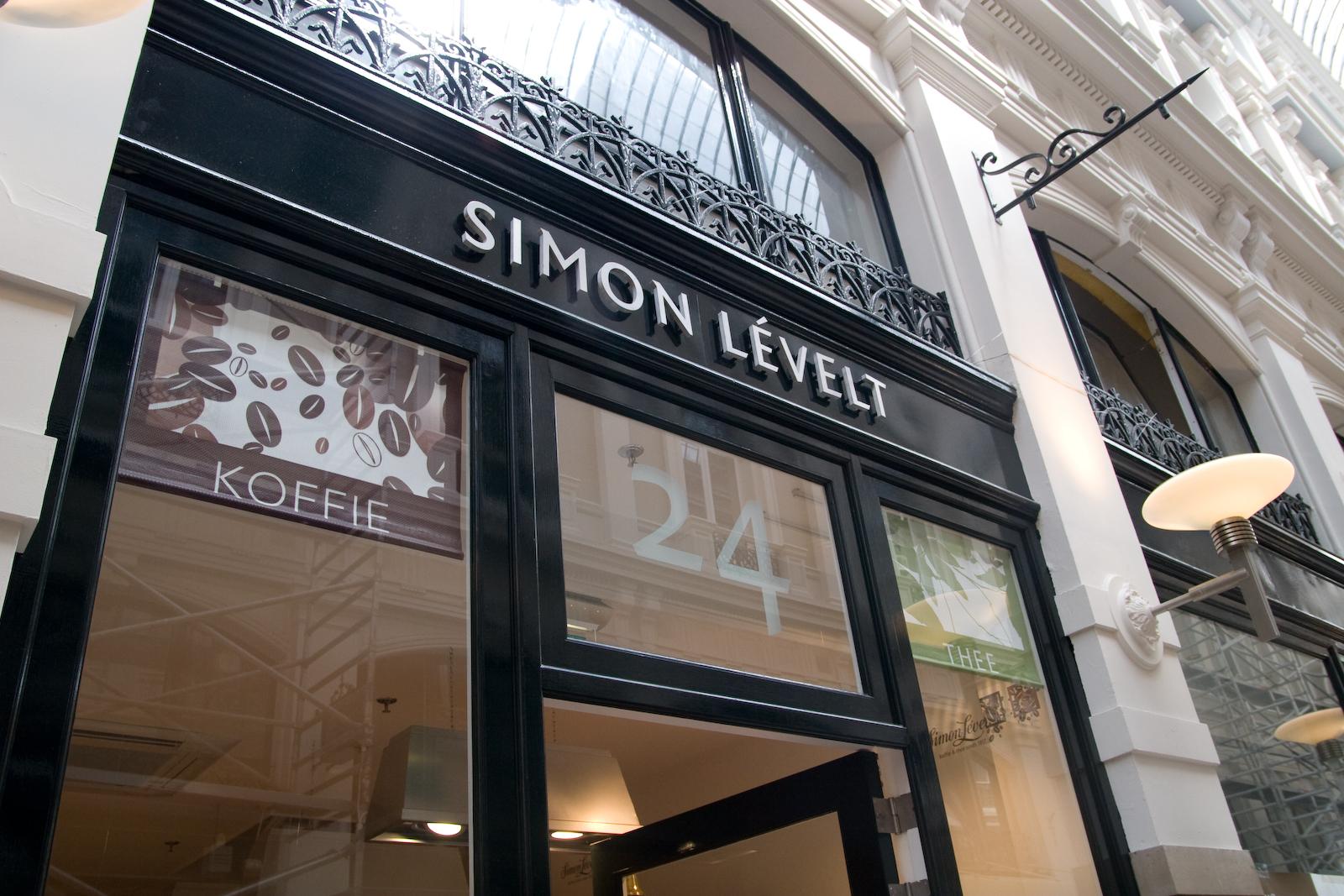 Crisis in retailland? Simon Lévelt groeit in Nederland naar 42 winkels! Bron: FranchiseFormules.NL
