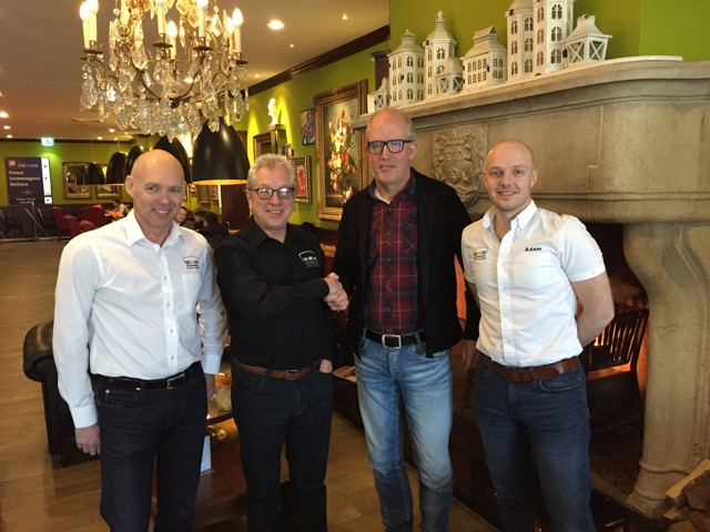 Op de foto v.l.n.r. Richard Wood ( algemeen directeur Motorhome Depot), Stuart Law ( Franchise Manager), Jeroen Last, Adam Reek ( financieel directeur). Bron: FranchiseFormules.NL