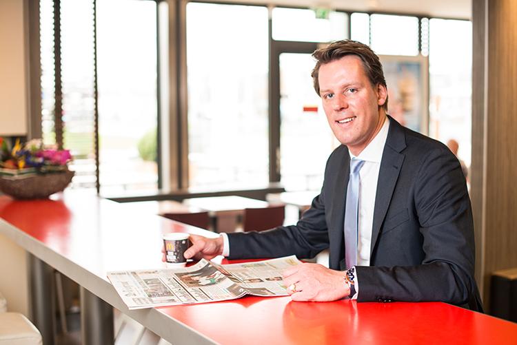 De Nederlandse McDonald's Franchisenemer Sjoerd-Jan Feenstra (inzet) is beloond met de Golden Arch Award, de hoogste internationale onderscheiding voor een McDonald's Franchisenemer. Bron: FranchiseFormules.NL
