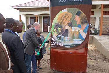 De formule Fortune Coffee helpt en ondersteunt in Oeganda 200 koffieboeren bij de opleiding en bedrijfsvoering. Bron: FranchiseFormules.NL
