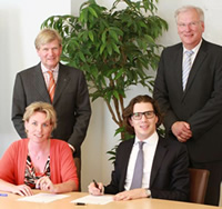 v.l.n.r. mr. J.G. de Zeeuw (Belastingdienst), mr. R.J. Hoogland (B&P), G.E. Schipper (Belastingdienst) en drs. David Bos AA (B&P)