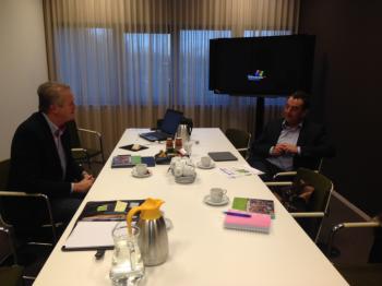 Burgemeester Kleijngeld reageerde enthousiast op de presentatie van Koopplein Waalwijk.