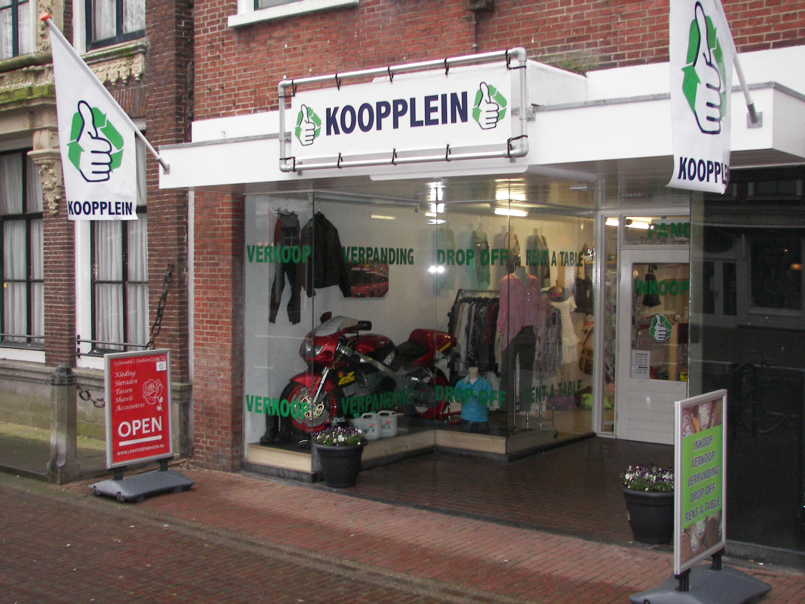 Kooppleinwinkel in Harlingen geopend in het stadscentrum. Het fysieke verkooppunt moet de online verkoop via het lokale Koopplein versterken.
