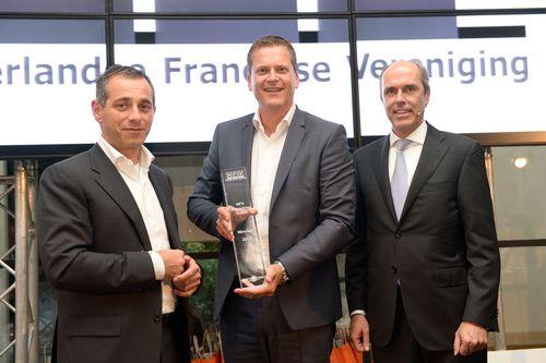 Hans Miete en Philippe Vorst, directie New York Pizza en Ruud van Dusschoten, ING directeur Grootbedrijf en Instellingen